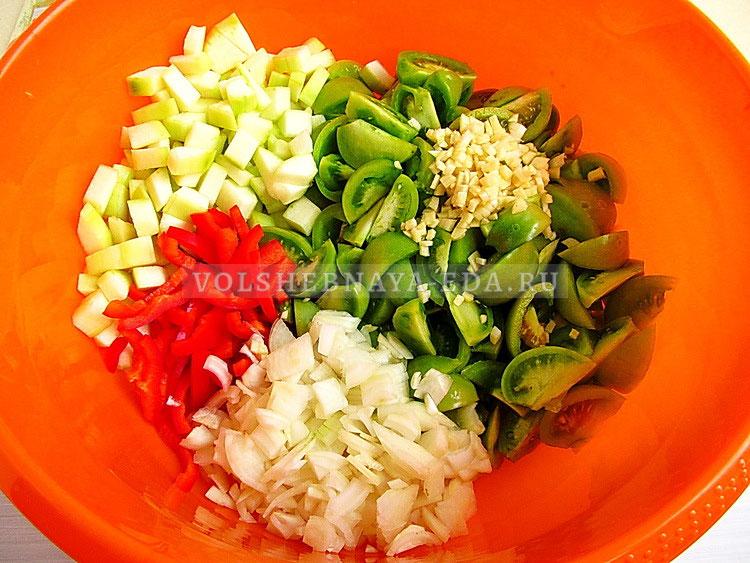salat iz zelyonyh pomidorov s kabachkami 8