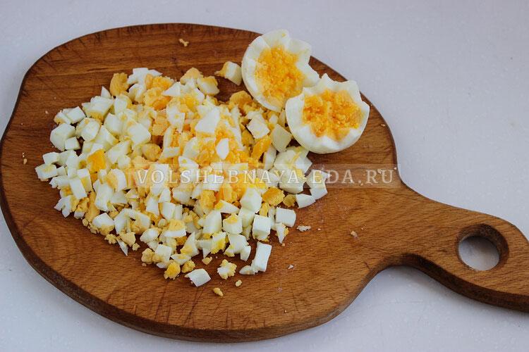 salat s morskoj kapustoj i jajcom 4