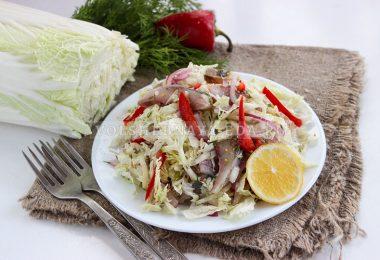 Салат из пекинской капусты с селедкой