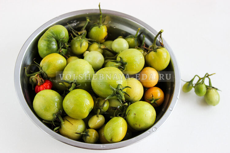 solenije zelenyh i buryh tomatov 1