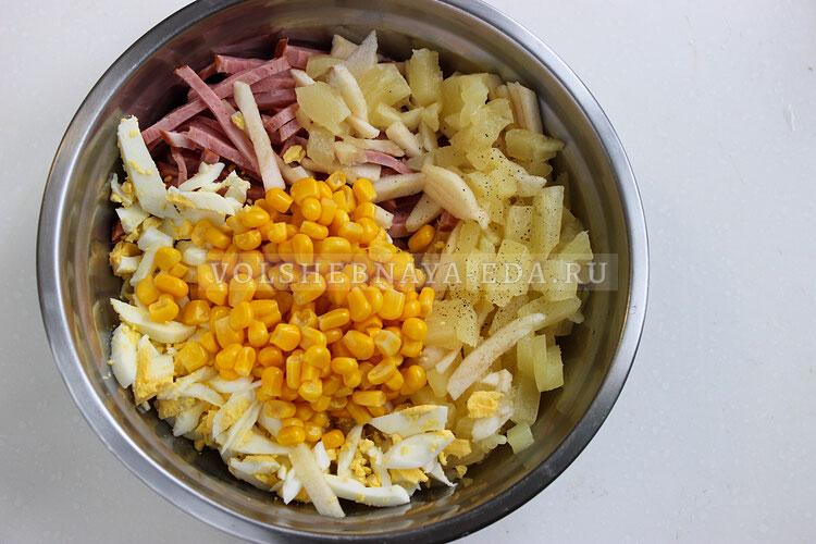 salat s vetchinpj ananasami i kukuruzoj 5