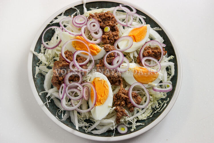 salat s pekinskoj kapustoj i tuncom 4