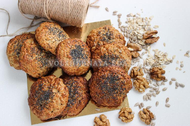 Печенье из овсяных хлопьев с орехами и семечками